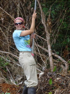 Renata prepares herself to use the pole to reach a high inflorescence of spinulosa.